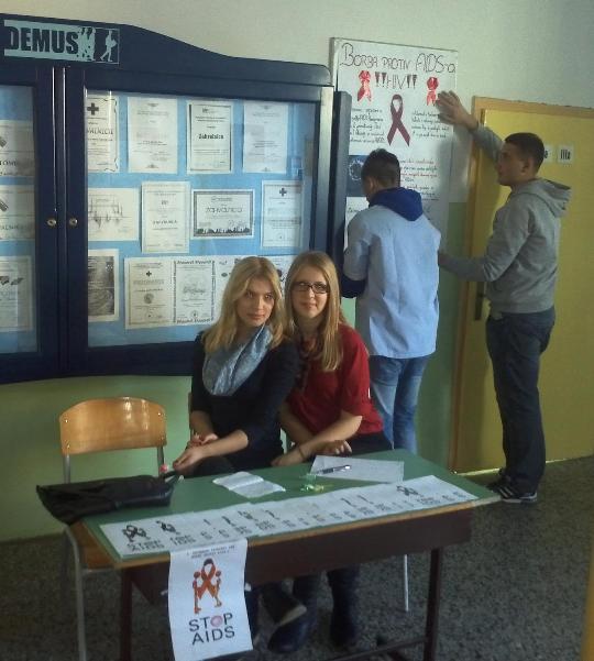SREDNJOJ MEDICINSKOJ ŠKOLI U TUZLI OBILJEŽEN DAN BORBE PROTIV AIDS