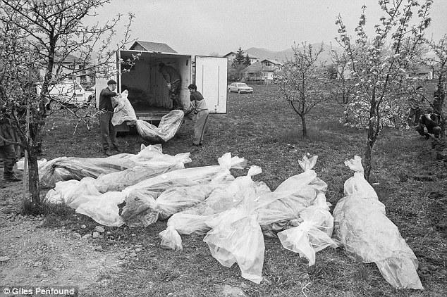 GENOCID U AHMIĆIMA: LJUDI I DJECA ŽIVI SU SPALJENI! — Bosnjaci.Net